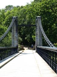 Le Bono le vieux pont suspendu